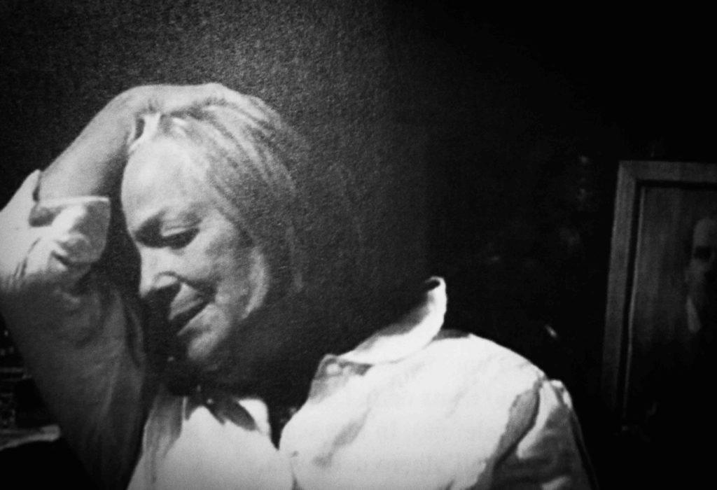 Elsa Fonda: linguaggio, voce e vita